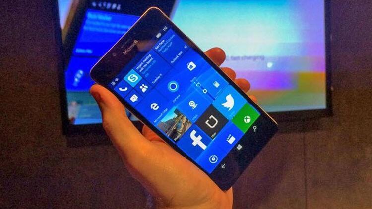 Microsoft'un sır telefonu göründü!