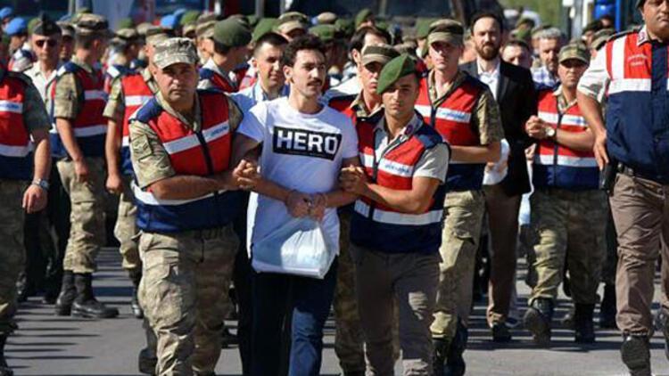 Cumhurbaşkanı'na suikast timindeki darbeci asker duruşmaya bu tişörtle geldi!