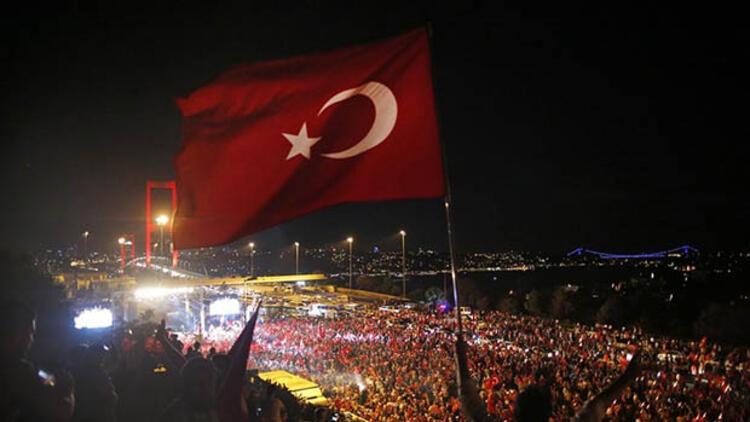 Türkiye şehitlerini anıyor... Edirne'den Kars'a il il 15 Temmuz programları