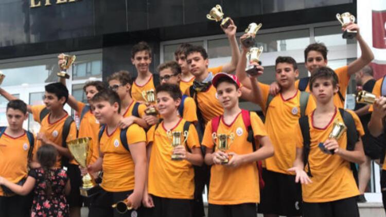 Galatasaray Minik Erkek Sutopu Takımı şampiyon oldu