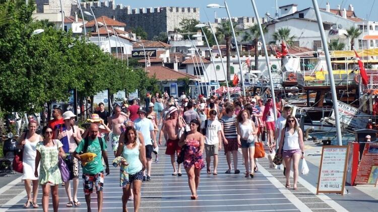 Turistler 6 ayda 1,2 milyar dolar harcadı