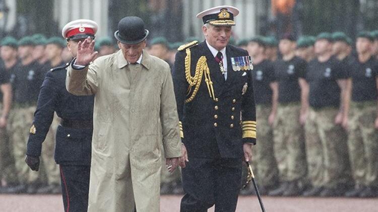 İngiltere Kraliçesi'nin eşi Philip emekliye ayrıldı
