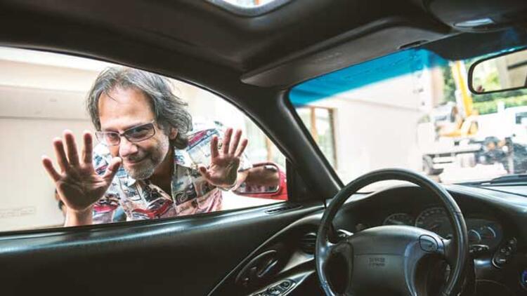 'Cadde'de piyasaya çıkılan, araba çalınan günlerin romanını yazdı