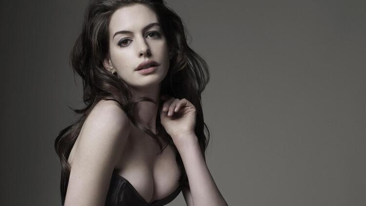 Anne Hathaway'in çıplak görüntüleri internete düştü!