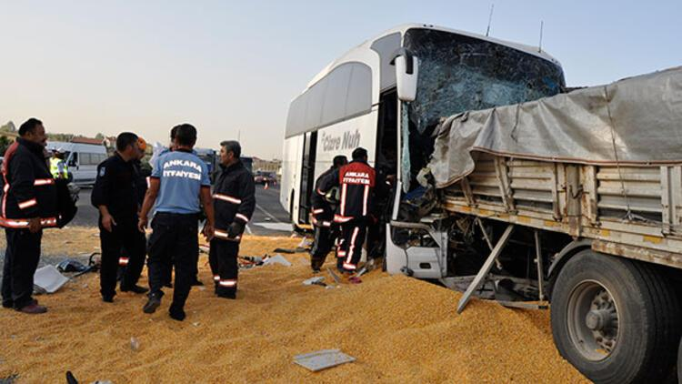 Son dakika... Yolcu otobüsü TIR'la çarpıştı: 3 ölü, çok sayıda yaralı
