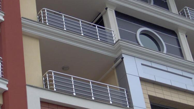 Seçmece taciz: Cinsel saldırı notlarını meyve sebzeye sarıp balkona attı