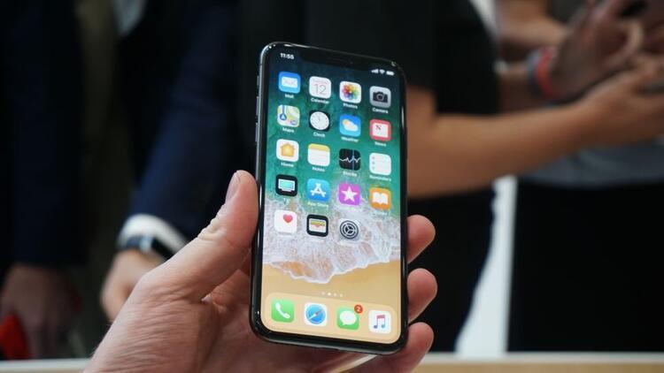 iPhone X alacaklar dikkat! Pili ve belleği...