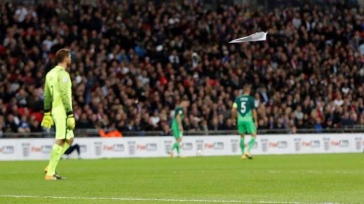 Taraftar 'uçakla' gol attı, stat ayağa kalktı!