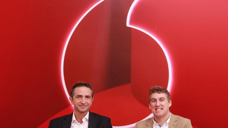 Vodafone'un hem sloganı hem de logosu değişti!