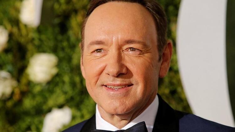Cinsel tacizle suçlanan Kevin Spacey'ye bir darbe daha! Ödül verilmesinden vazgeçildi