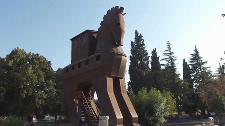 İtalyan arkeologdan şaşırtan iddia... Truva Atı at değil!