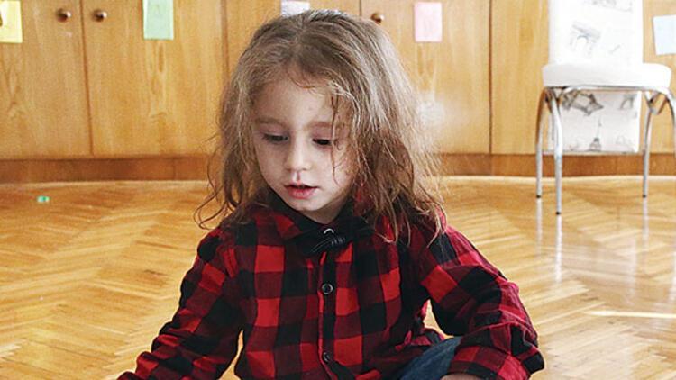 Saçlarını lösemili çocuklara bağışladı