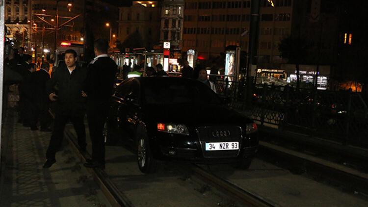 İstanbul'da araç durağa girdi