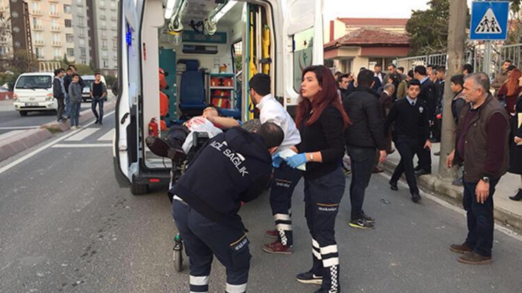 Okul önünde dehşet! Liselileri bıçakladı
