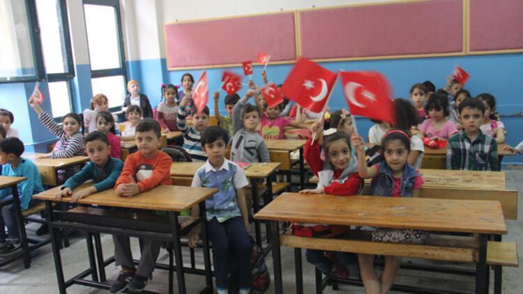 Suriyeli çocuklar Türk eğitim sistemine uyum sağlıyor