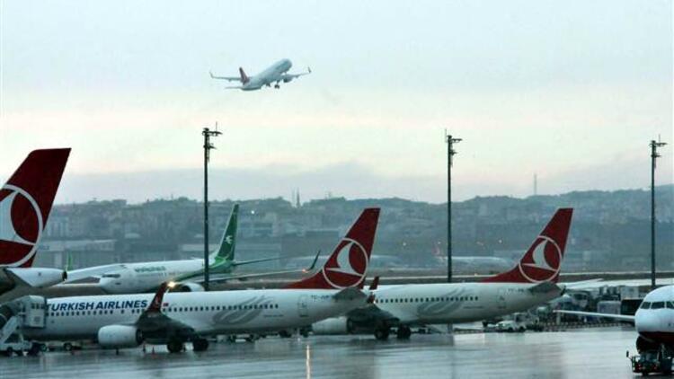 Uçaklar havada tur atıyor... İptal haberleri gelmeye devam ediyor