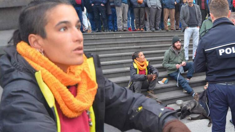 Portekizli turist Trabzon'da Mescid-i Aksa maketine yaslanarak oturdu, ortalık karıştı