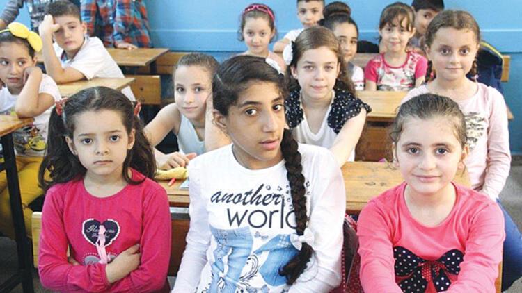 Suriyeli öğrencilere eğitim veren öğretmenler kadro bekliyor
