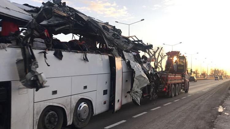Geziye giden yolcuları taşıyan otobüs kaza yaptı: 11 ölü, 44 yaralı