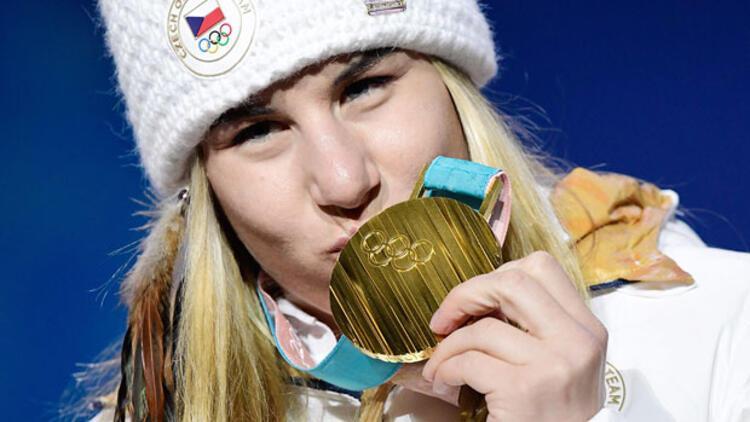 Ödünç kayak takımıyla şampiyon oldu