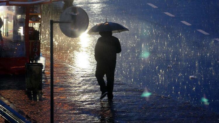 Meteoroloji hafta sonu hava durumu tahminini değiştirdi.. İstanbul'a kar yağacak mı?