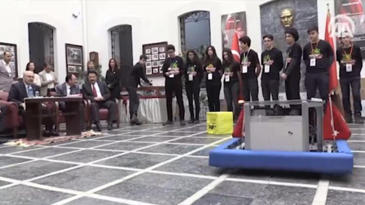 Liselilerin 'defans robotu' dünya şampiyonasında