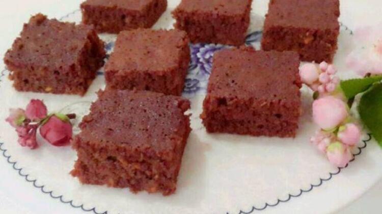 Keçiboynuzlu rom soslu havuçlu kek tarifi