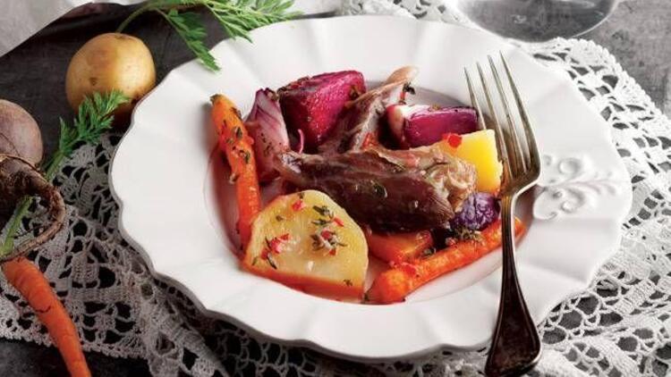 Fırında kök sebzeli kuzu incik tarifi
