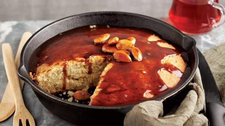 Karamelli ve çıtır bademli tava keki tarifi