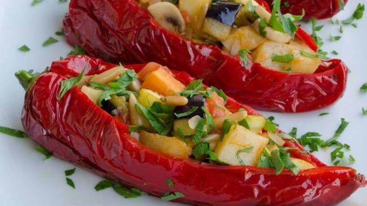 Sebzeli kırmızı biber dolması tarifi