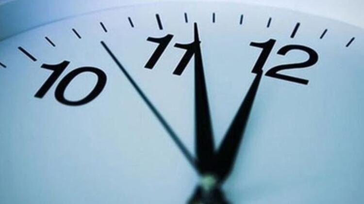 Saat kaç sorusu beraberinde saatler ileri mi alındı sorusunu da getirdi