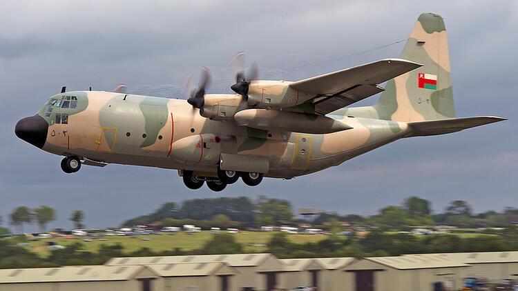 Umman'da askeri uçak düştü