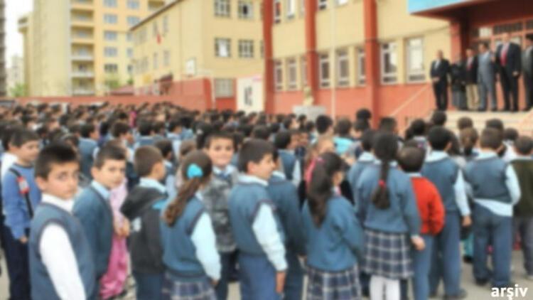 Öğretmenin saçı uzun erkek öğrenciye toka taktığı iddiası