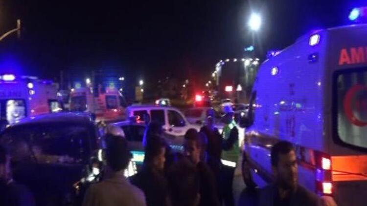 Sultanbeyli'de 3 araç birbirine girdi: Yaralılar var