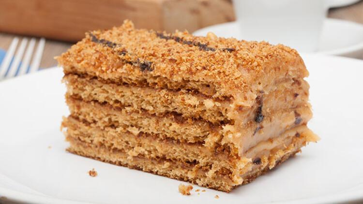 Ballı Rus pastası (medovik) tarifi