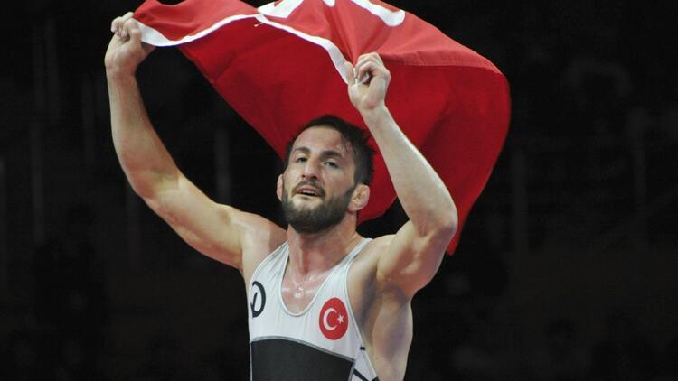 Avrupa Güreş Şampiyonası'nda Soner Demirtaş'tan altın madalya