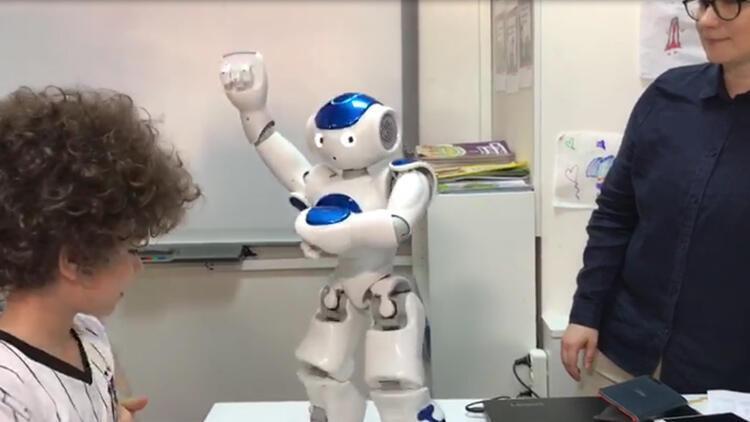 Robot öğretmen 'Elias' Türkiye'de