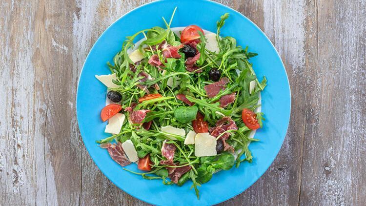 Füme dilimli salata tarifi