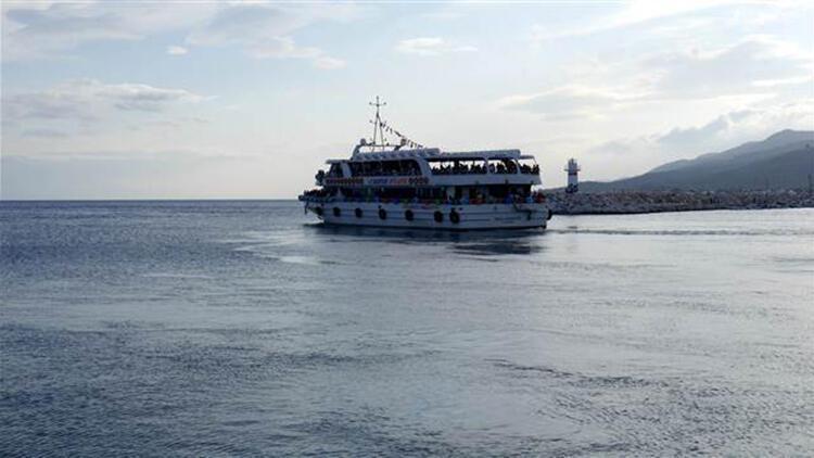 Küçükkuyu'dan Midilli Adası'na feribot seferi