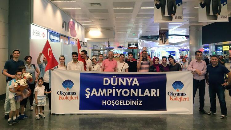 Dünya şampiyonu Okyanus Koleji, İstanbul'a döndü