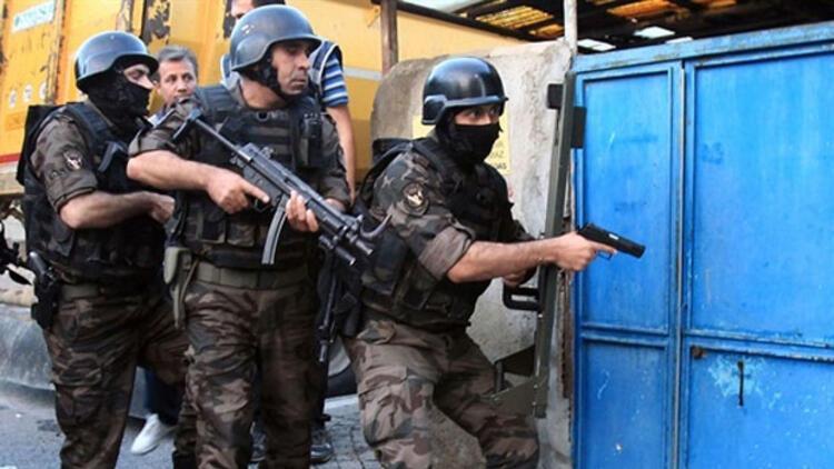 İstanbul polisinden 'Kazanlar'a şok baskın! Cephanelik çıktı