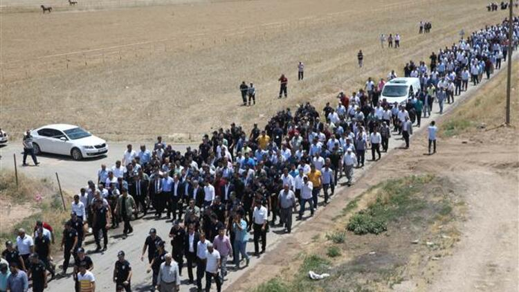 Cenazede büyük kalabalık