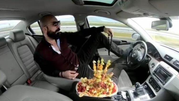 Ayağıyla otomobil kullanıp, meyve yiyen maganda için istenen ceza belli oldu
