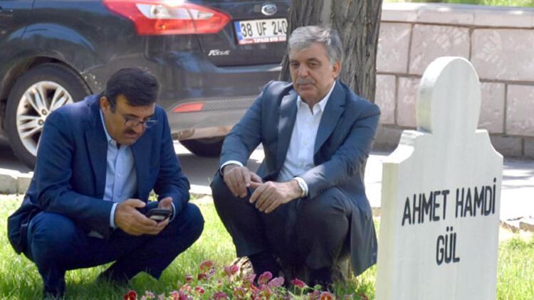 Abdullah Gül, babasının mezarını ziyaret etti