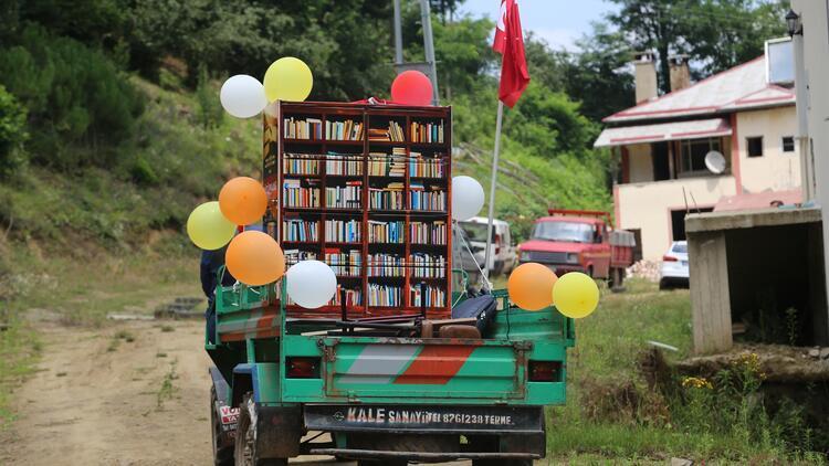 'Pat pat' ile köy çocuklarına kitap taşıyorlar