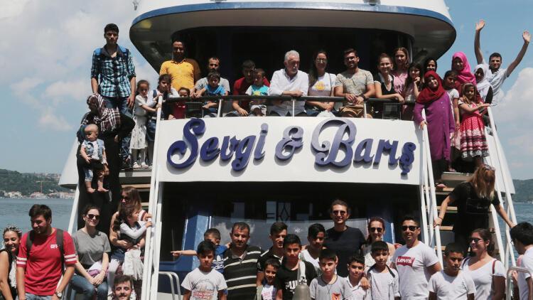 Suriyeli çocuklara Boğaz turu