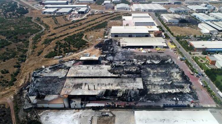 Antalya OSB'de 19 bin metrekarelik fabrika küle döndü