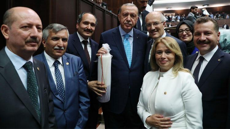 Erdoğan ve Bahçeli'yi kırmızı dipli mumla davet ettiler