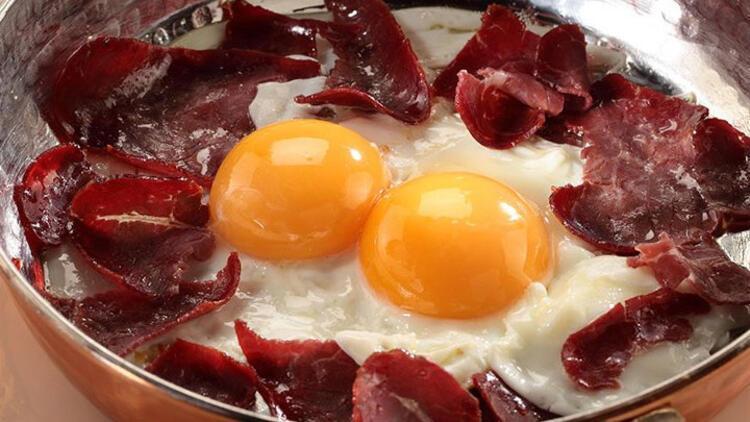 Pastırmalı Karatay yumurtası tarifi