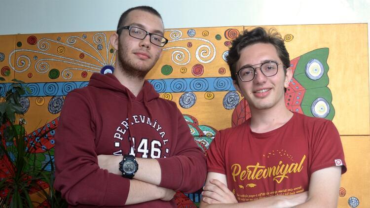 YKS'de derece alan iki sıra arkadaşı, aynı üniversiteyi hedefliyor